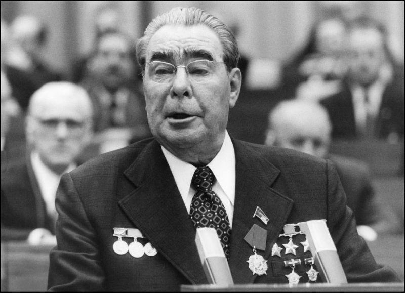 «Прощайте, дорогой Леонид Ильич!», и здравствуй «Стена» в 1982-м.